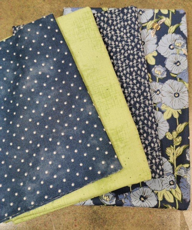 Bee in My Bonnet - Squares & Recs Quilt Kit