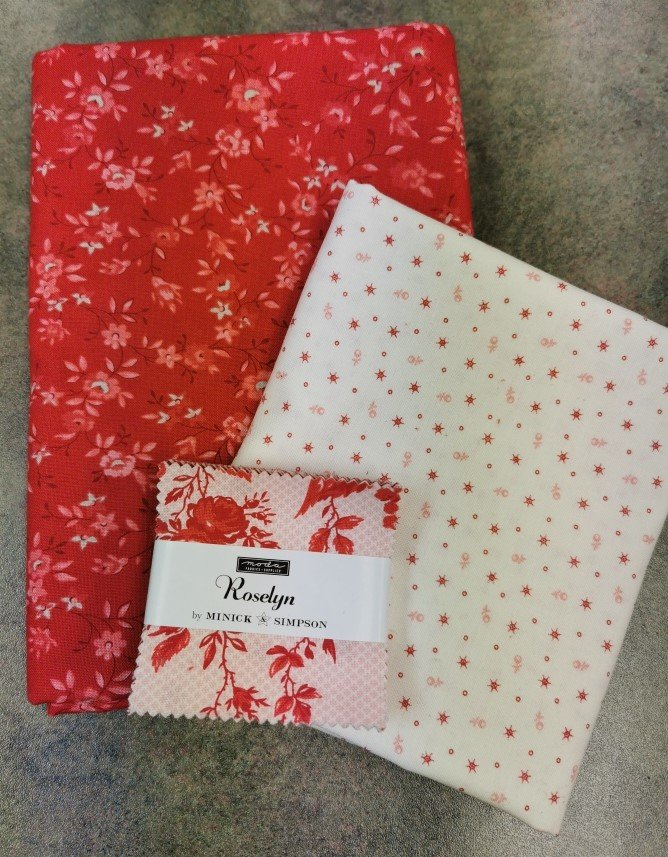 Roselyn Stacked Charms Table Runner
