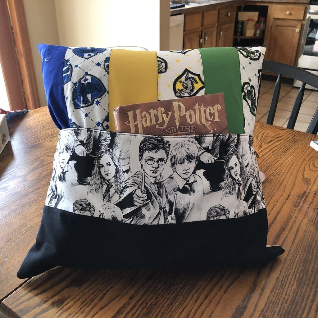 Quilt Basket Library Pillows Kit - Harry Potter