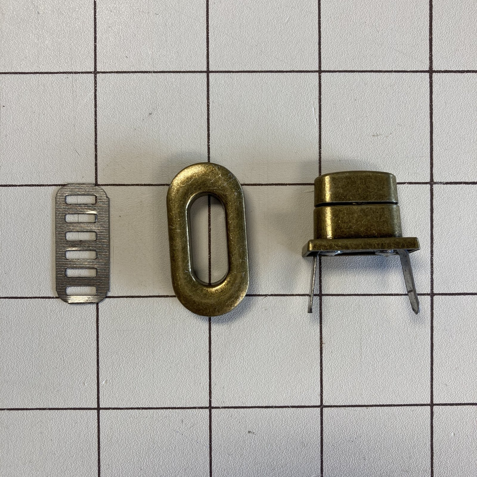Sew Many Twist Lock Antique Brass