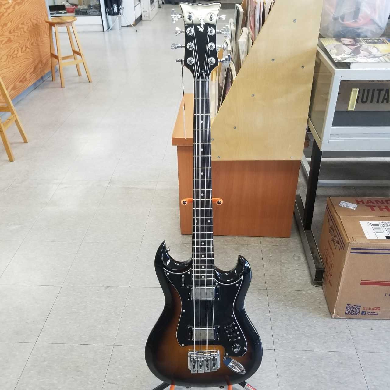 Hagstrom Retroscape 8-string Bass