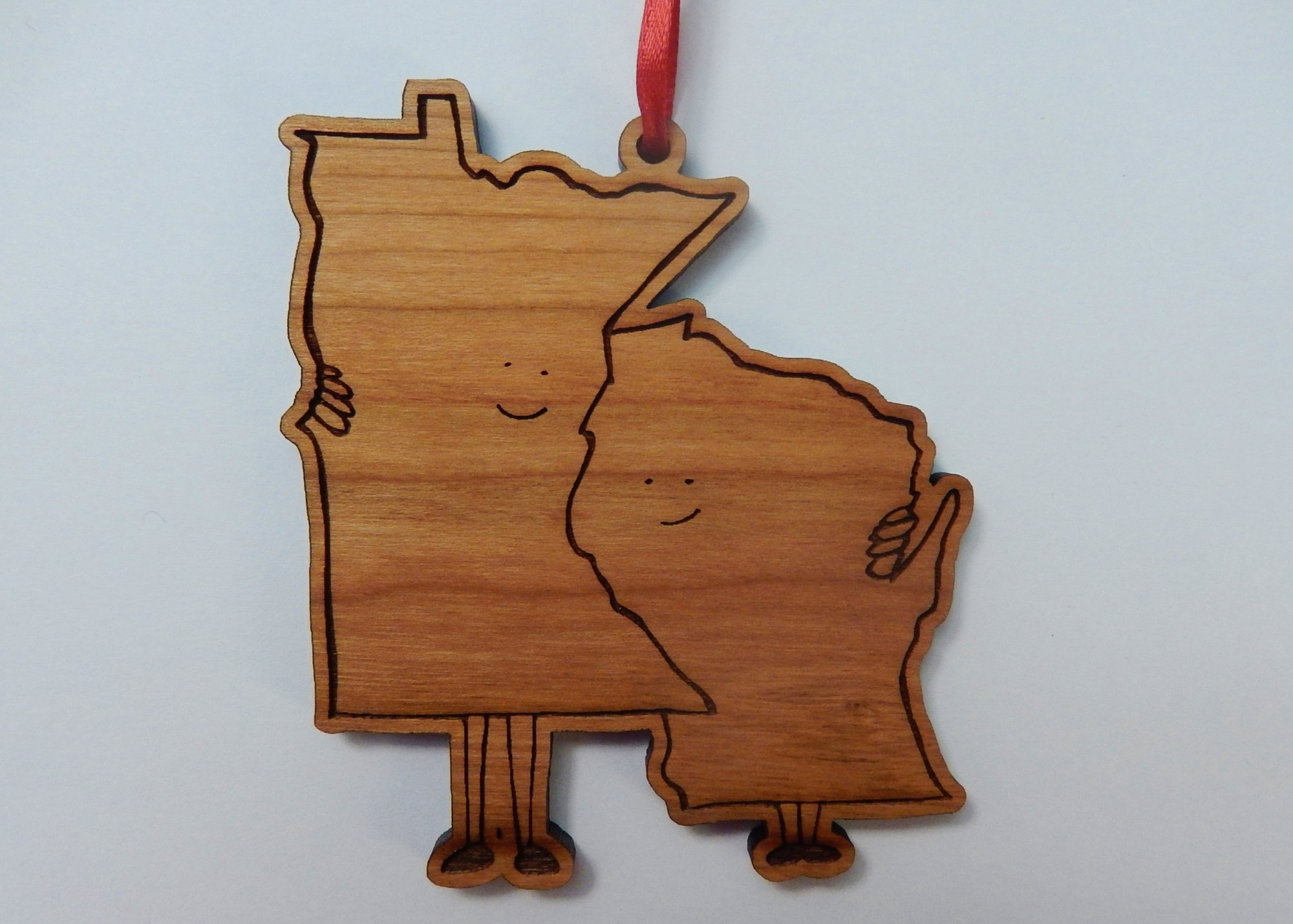 WI/MN Hugging Ornament