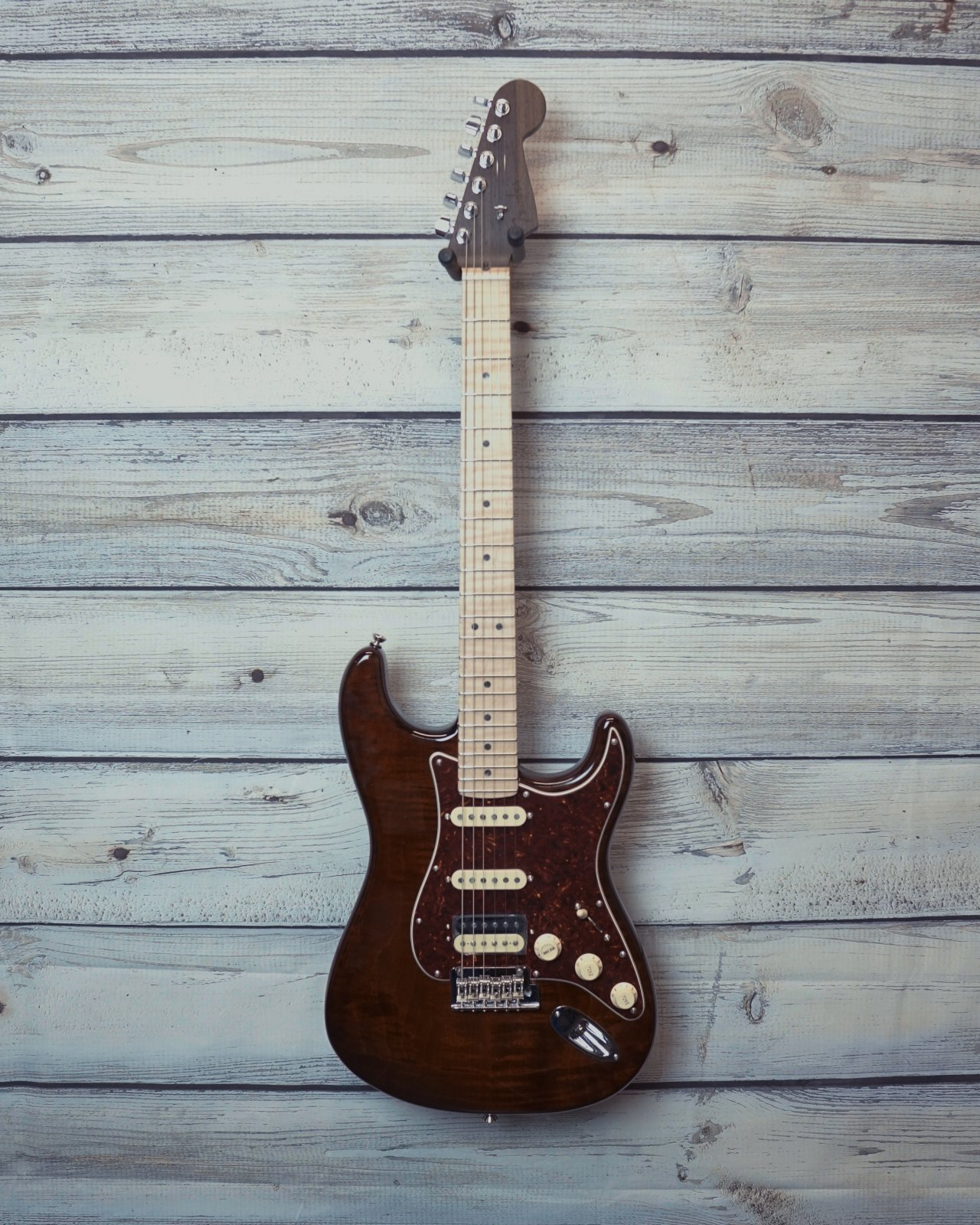 Fender Rarities Flame Top Stratocaster, Flame Maple Top, Rosewood neck with Maple Fingerboard, Golden Brown