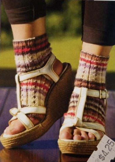 Mini Raggi Yoga Socks in Eyelet Knitting Pattern by Garn