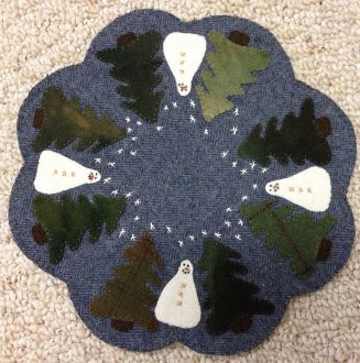Snowy Gathering Table Mat/ Candle Mat Pattern by Primitive Gatherings