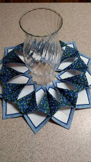 Fold 'n Stitch Blooms Table Decor Pattern by Poorhouse Quilt Designs
