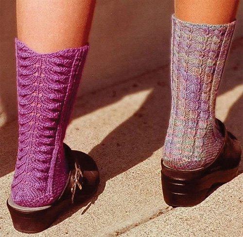 Walking AWay Socks Pattern by Fiber Trenda #AC-35x