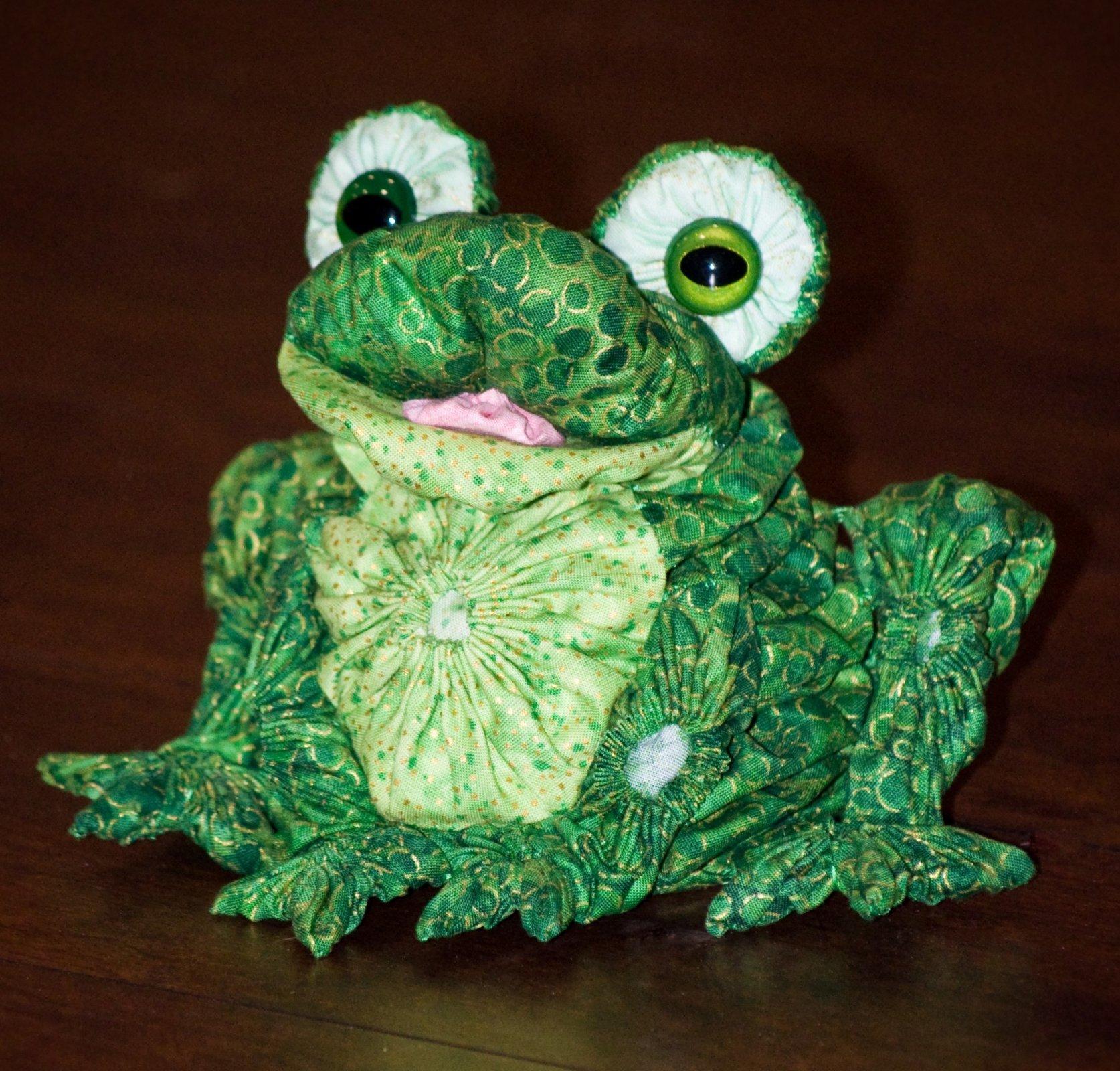 Yo-Yo Frog Pattern by Another by Anita