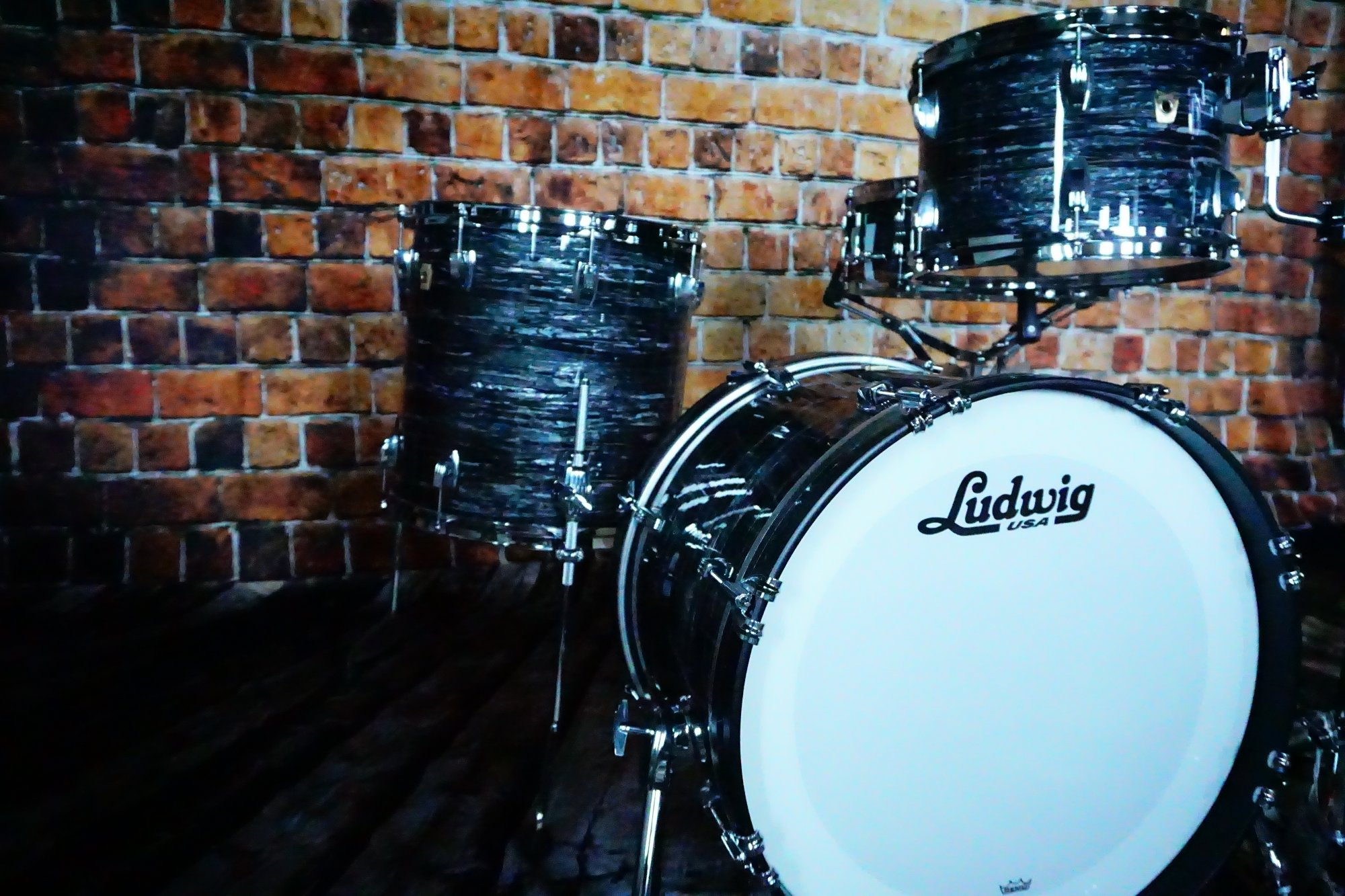 Ludwig Classic Maple Downbeat 20 Shell Pack w/Matching 14X5 Snare- Vintage Black Oyster Pearl