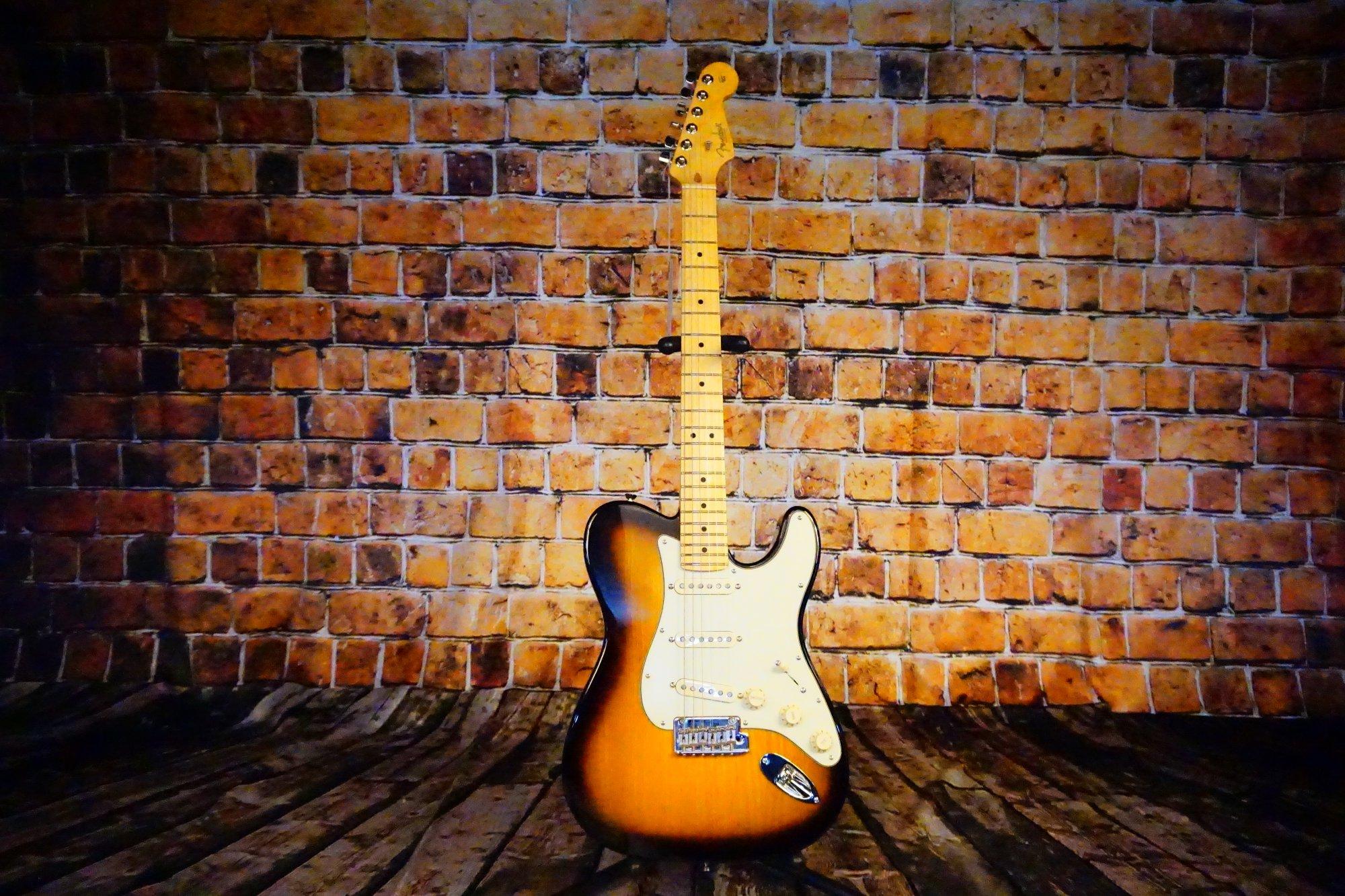 Fender  Limited Edition Strat-Tele Hybrid, Maple Fingerboard, 2-Color Sunburst