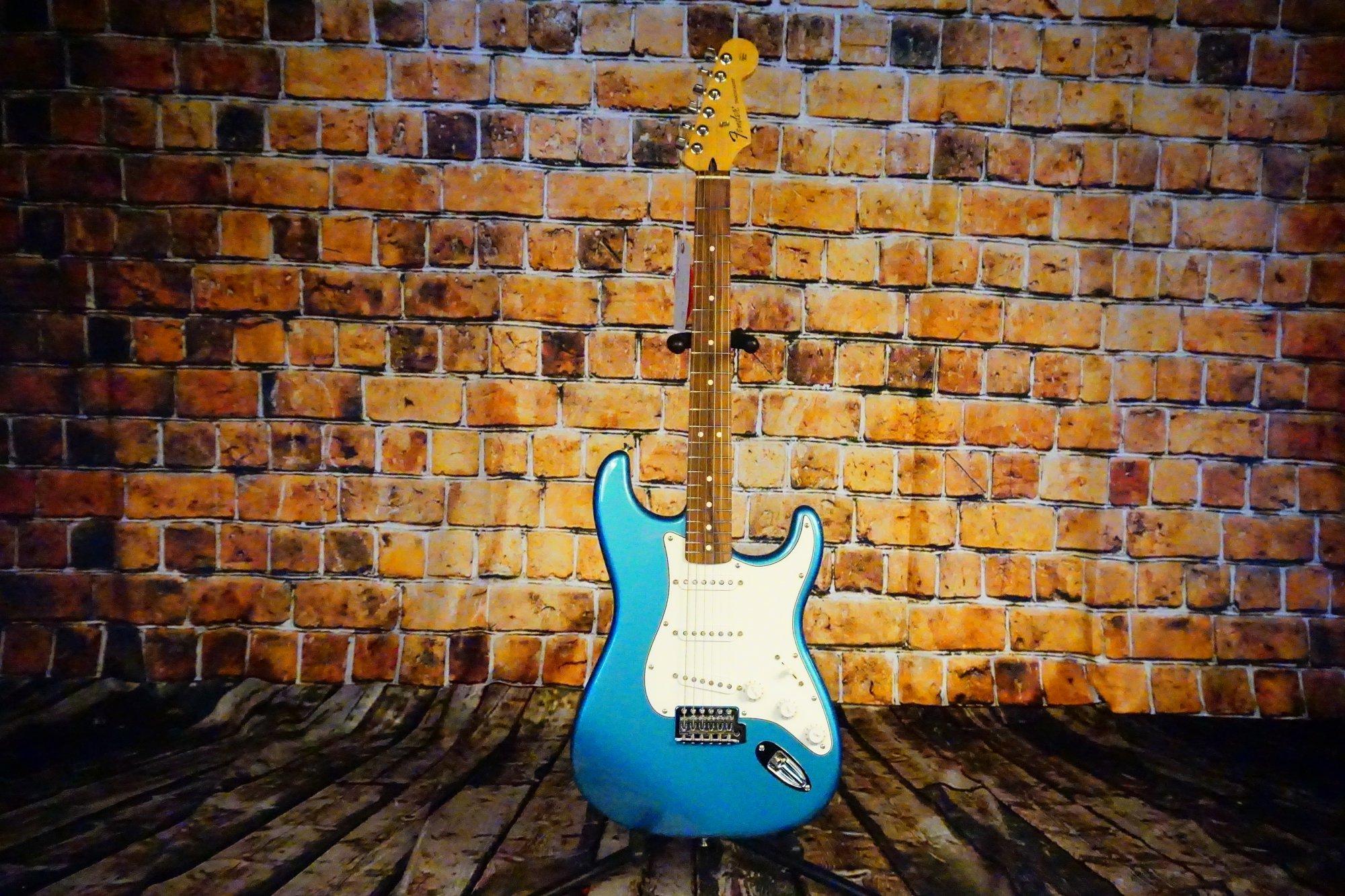 Fender Standard Stratocaster, Pau Ferro Fingerboard, Lake Placid Blue