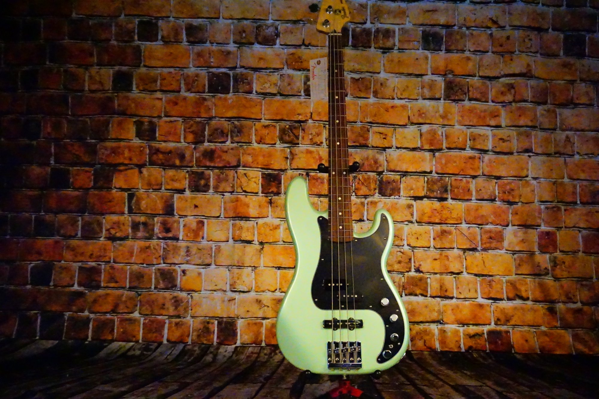 Fender Deluxe Active P Bass Special, Pau Ferro Fingerboard, Surf Pearl