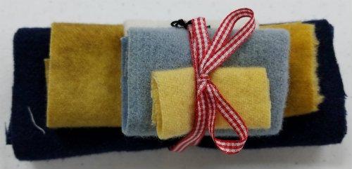 Daisies Mug Rug Wool Fabric Pack