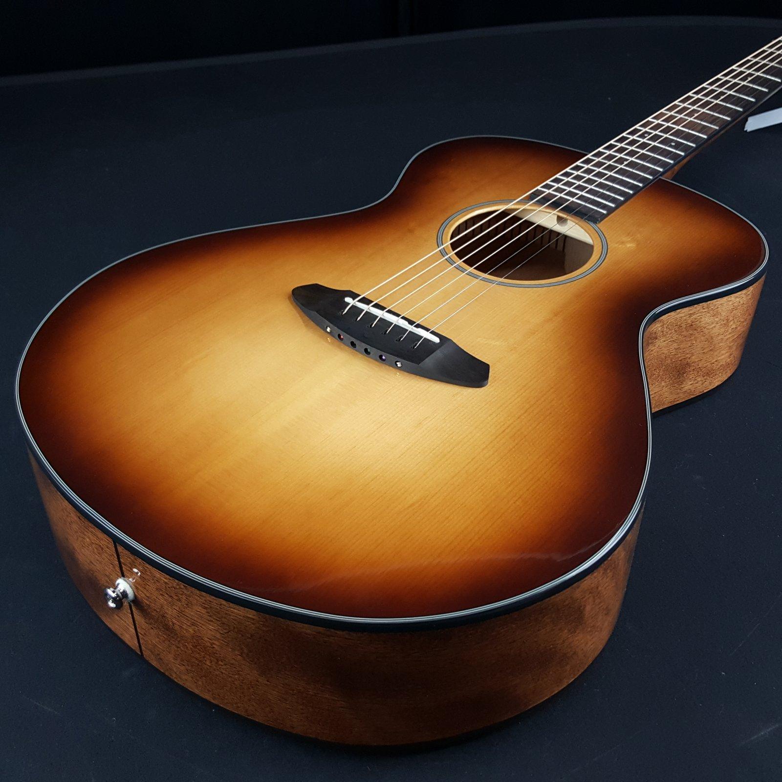 Breedlove Discovery Concert Acoustic Guitar Sunburst