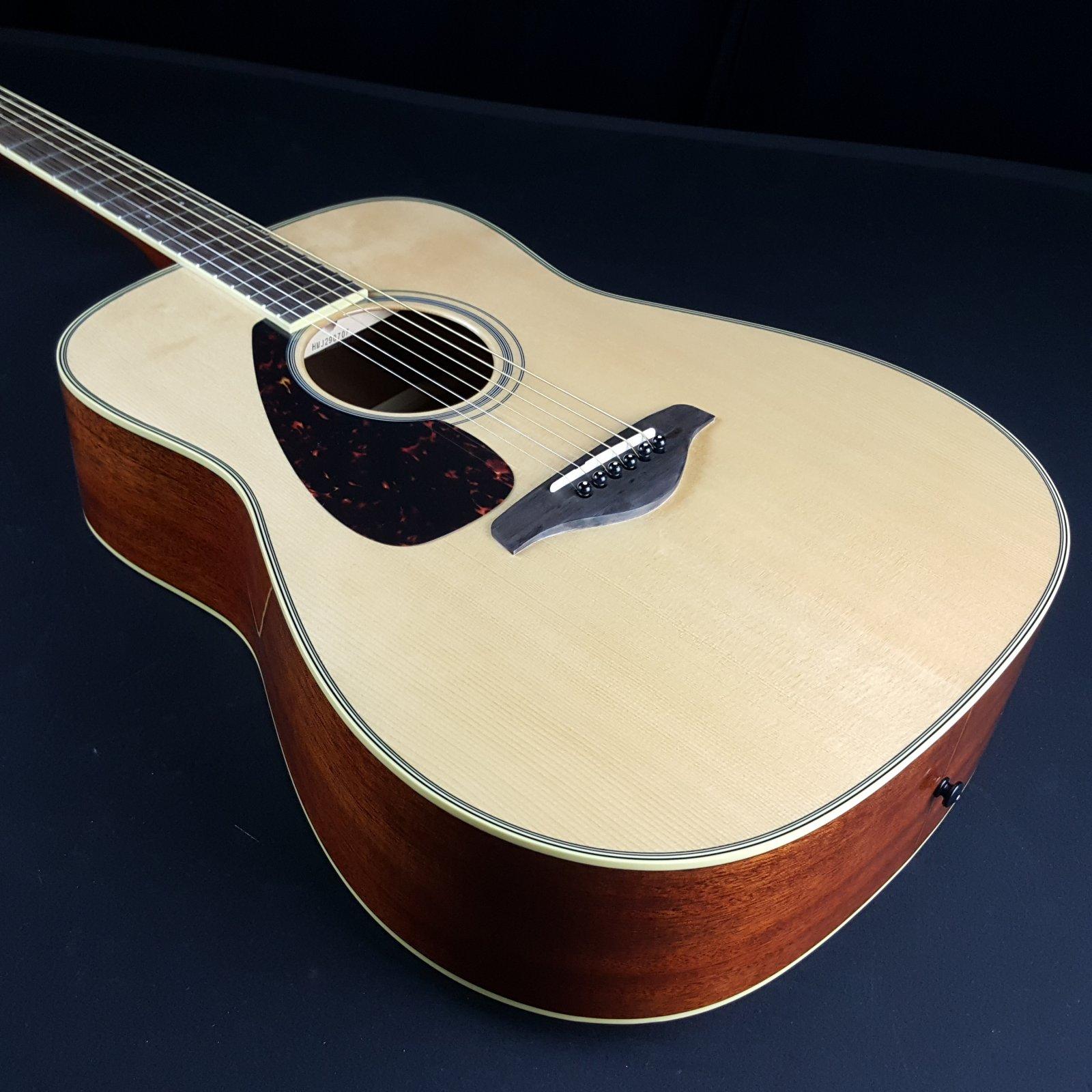 Yamaha FG820L Left Handed Spruce Top Acoustic Guitar