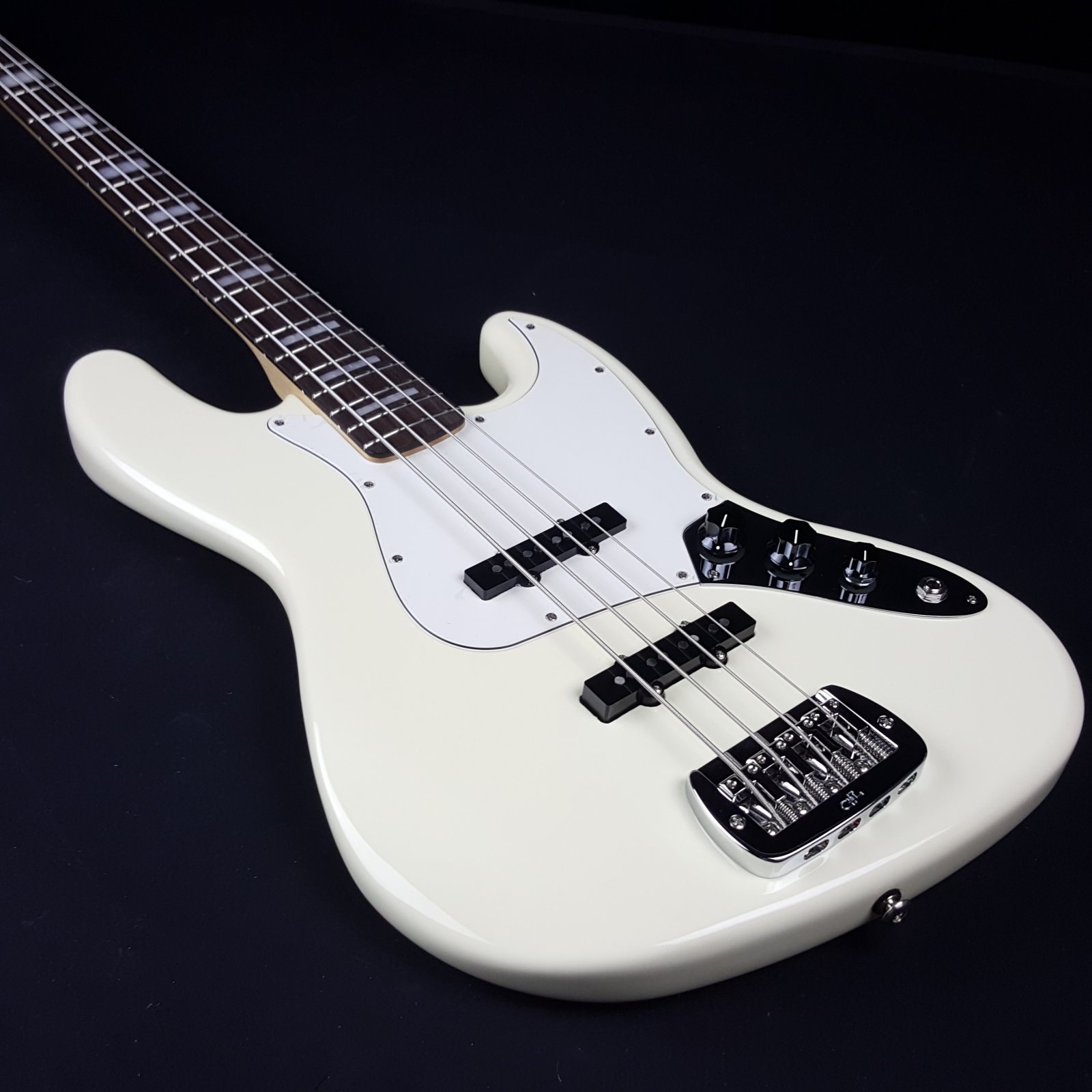 G&L JB Vintage White Empress Body Electric Bass with Case