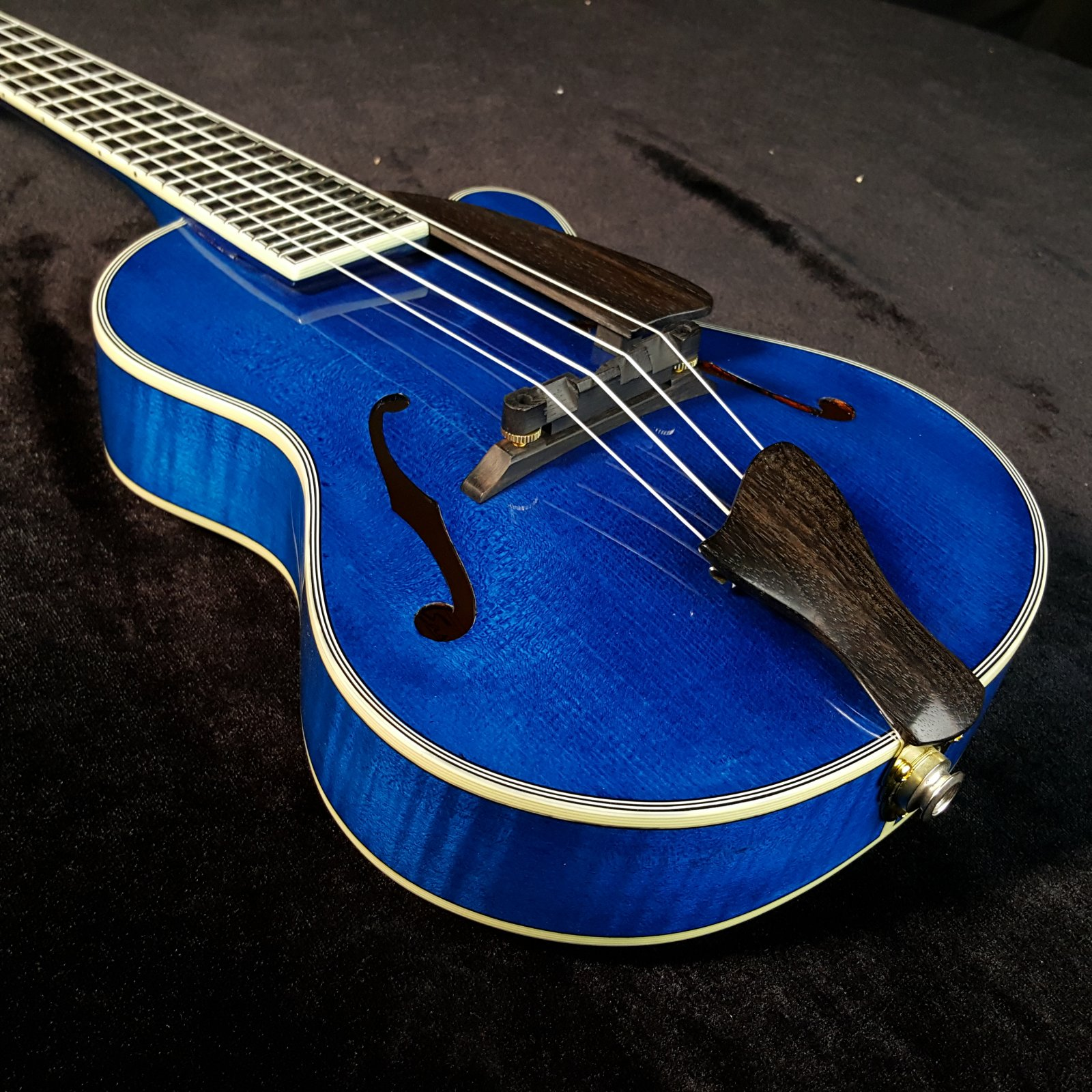 Eastman EU80E Acoustic Electric Carved Blue Archtop Concert Ukulele
