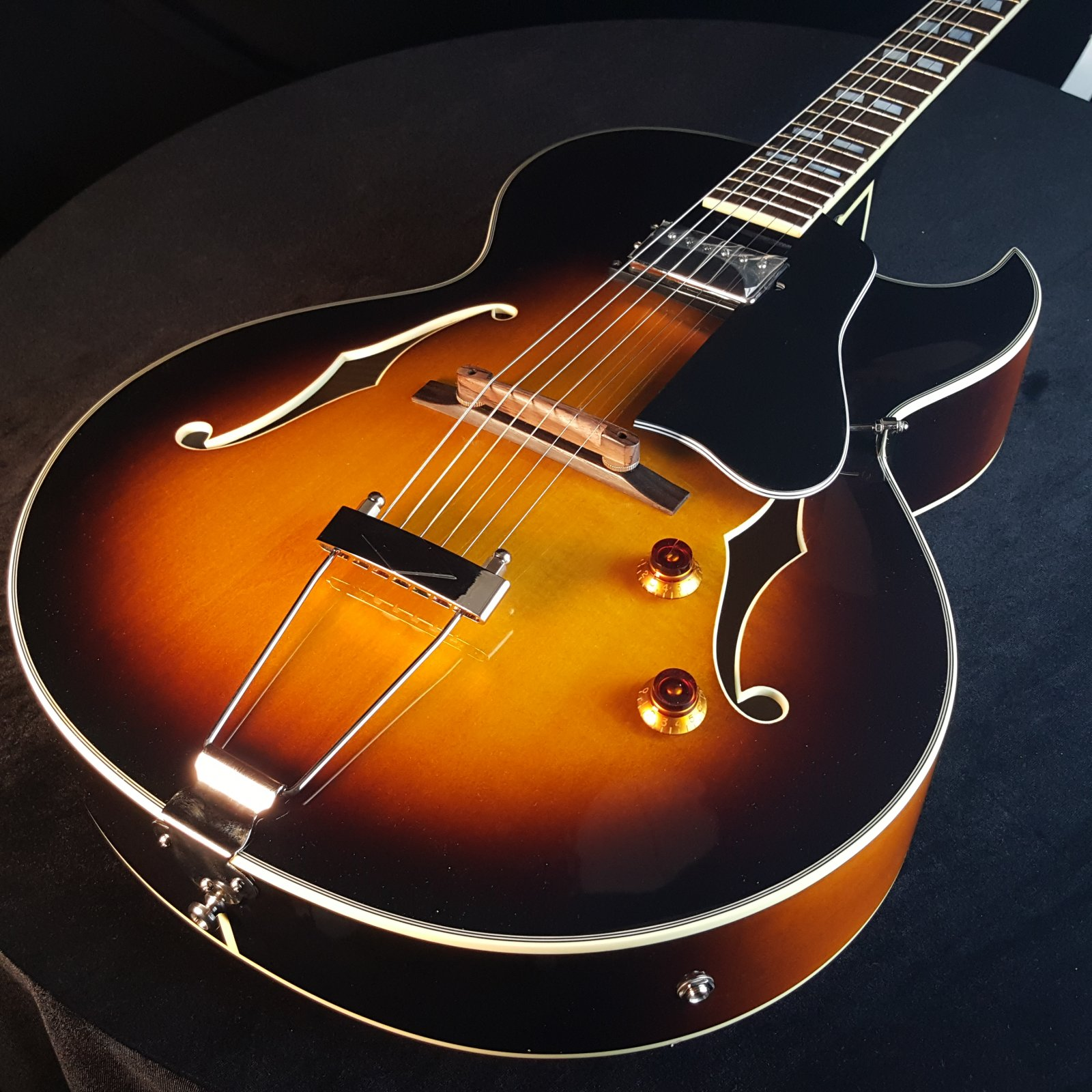 USED Eastman AR371 CE Sunburst Archtop Guitar with Case 5016