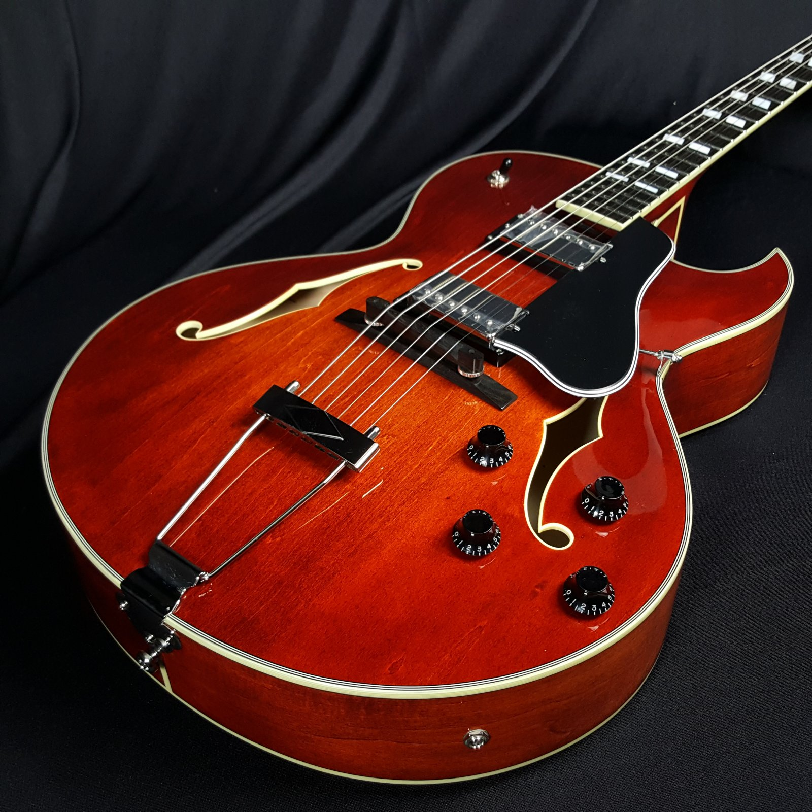 Eastman AR372CE Archtop Guitar Classic Finish with Case