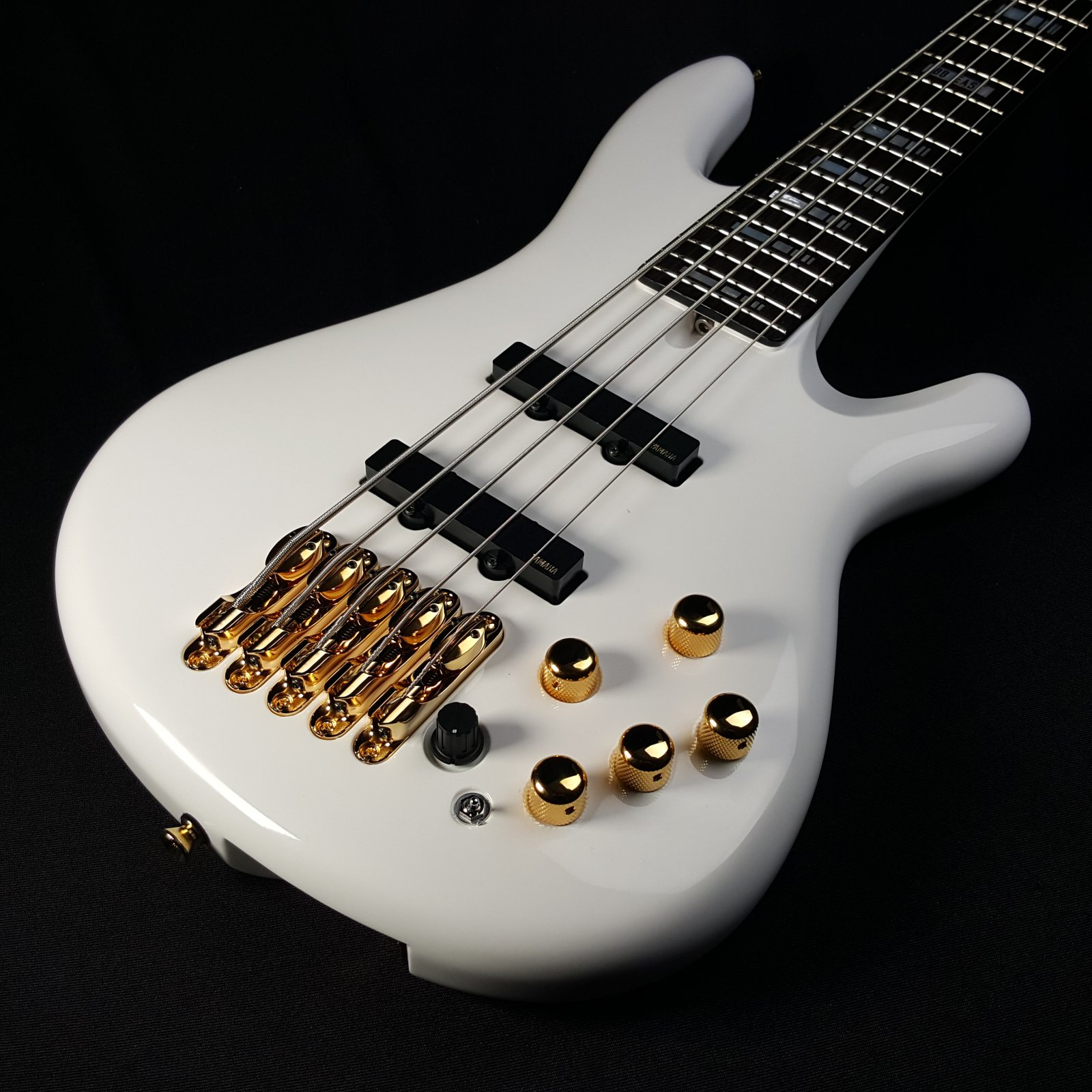 Yamaha BBNE2 Nathan East Bass White with Case