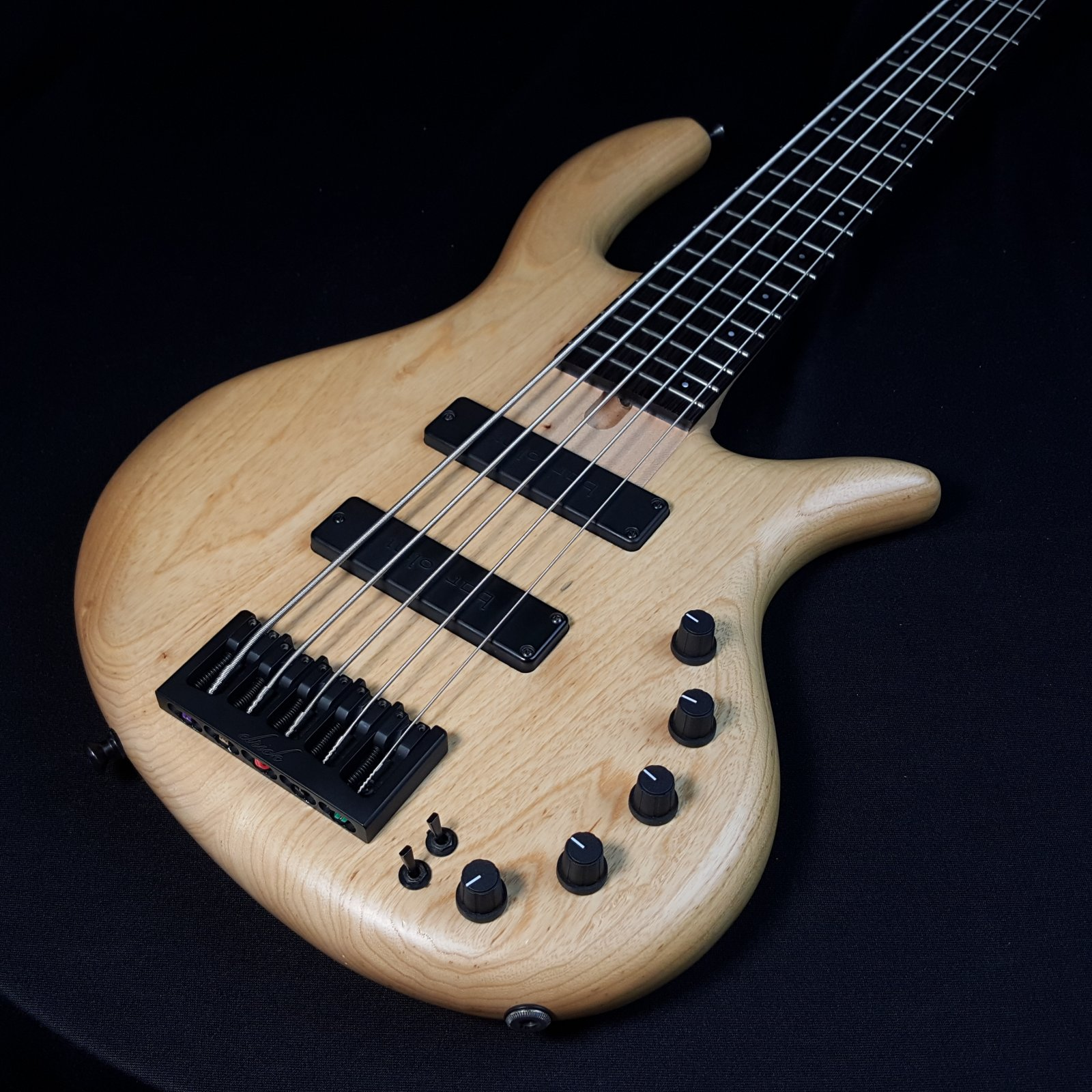 Used Elrick Expat eVolution 5 String Natural Ash with Case