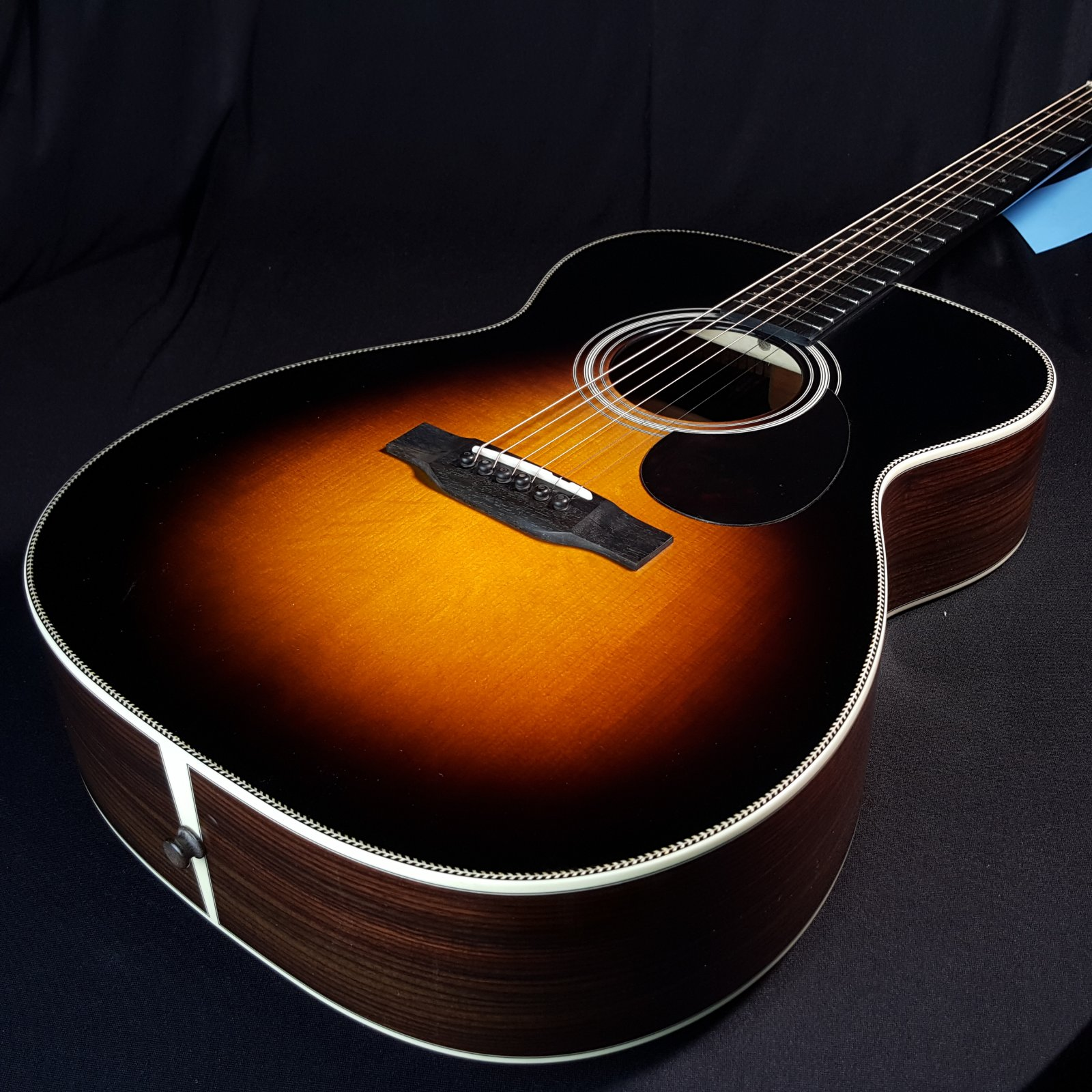 Eastman E20OM Sunburst Acoustic Guitar with Case 6285