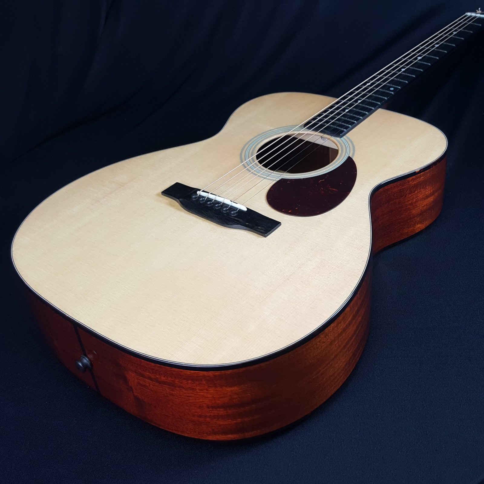 Eastman E6OM Acoustic Orchestra Guitar with Hard Shell Case