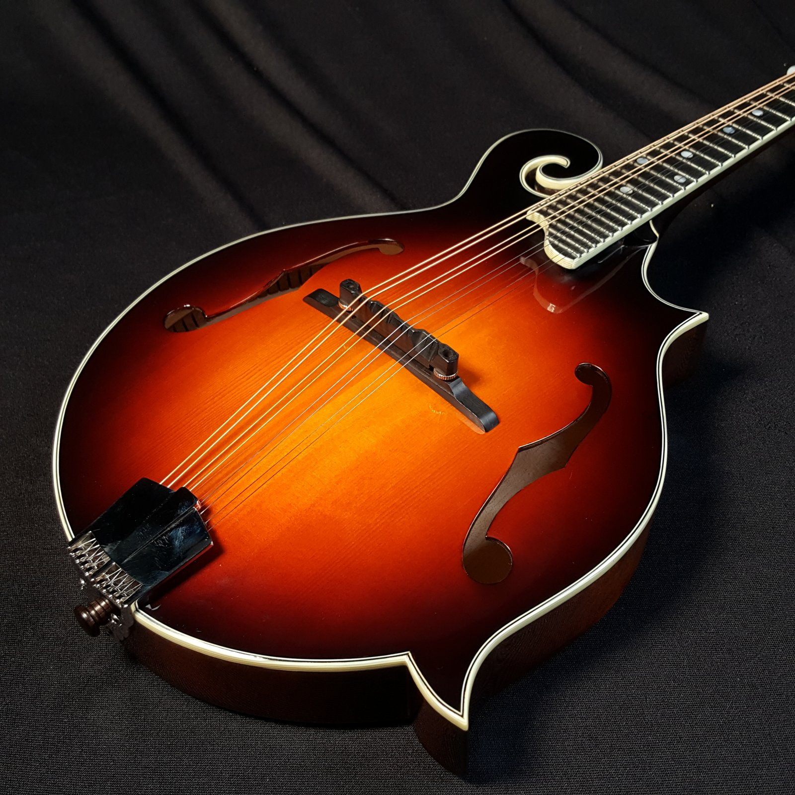 Eastman MD515 CS Classic Sunburst Mandolin With Case