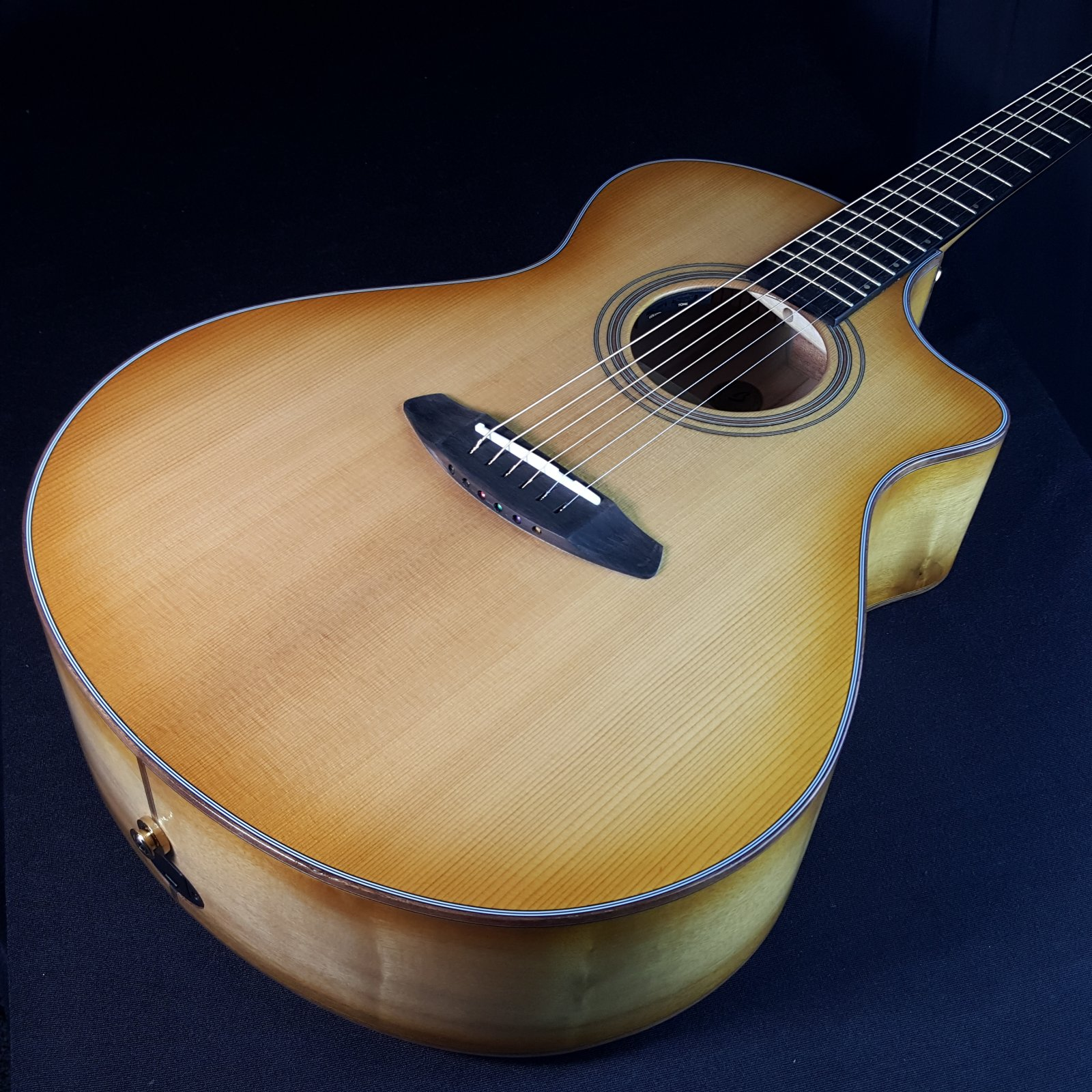 Breedlove Organic Collection Signature Artista Concert Series Shadow CE All Solid Woods