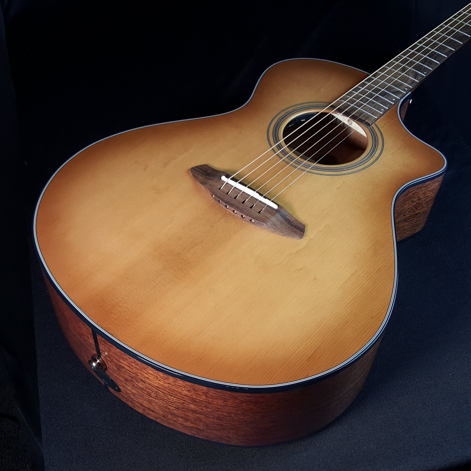 Breedlove Organic Collection Signature Concert Copper CE All Solid Woods