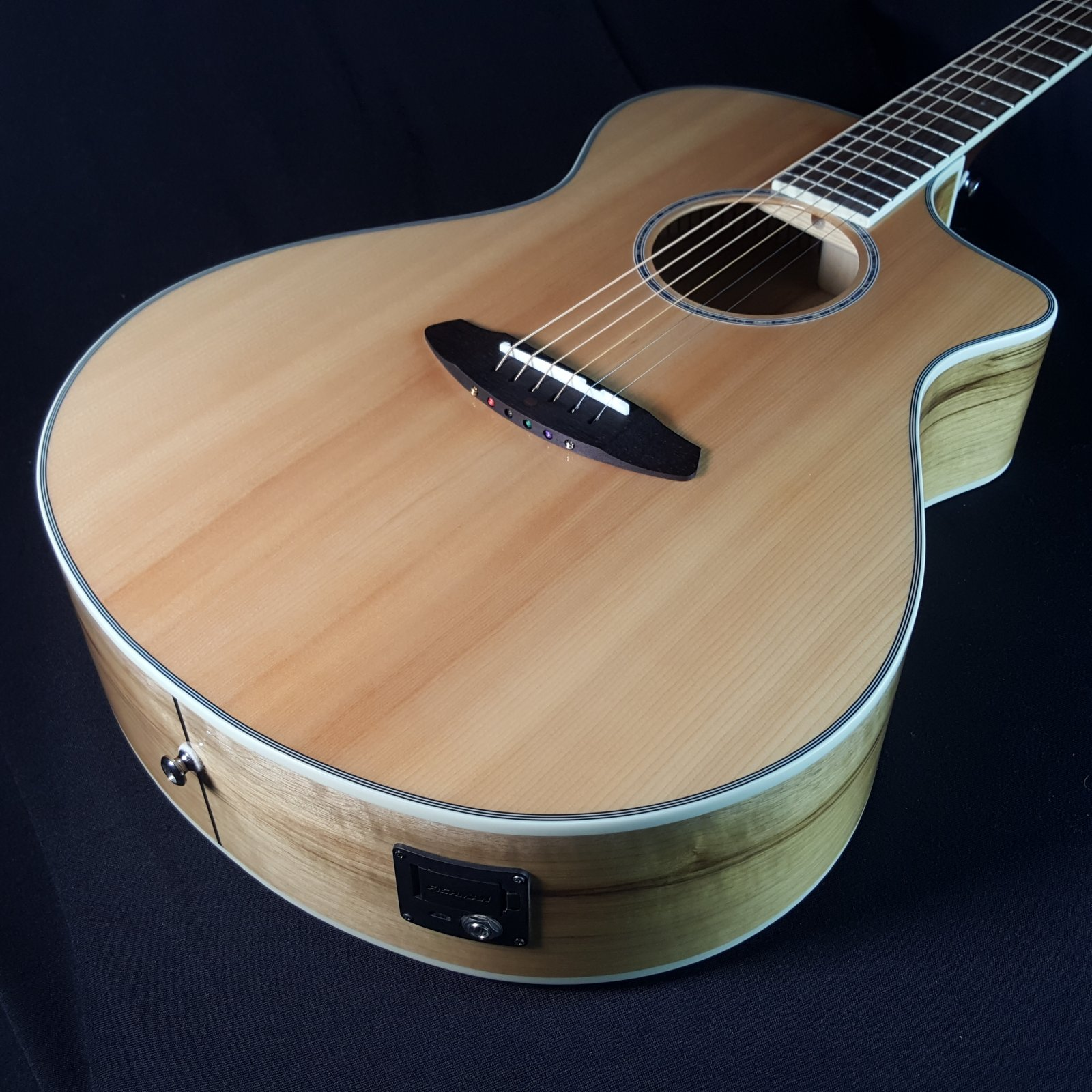 Breedlove Pursuit Exotic Concert CE Myrtlewood Acoustic Guitar with Bag