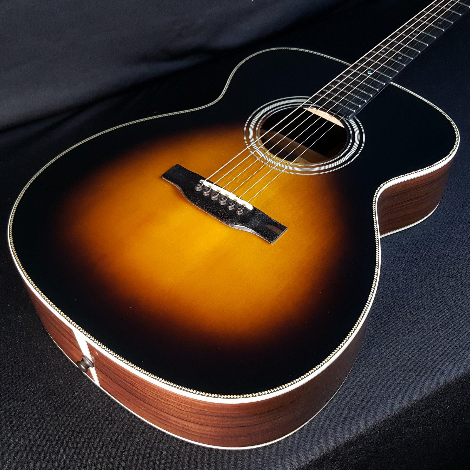 Eastman E20OM Sunburst Acoustic Guitar with Case & Optional Pickguard 5880