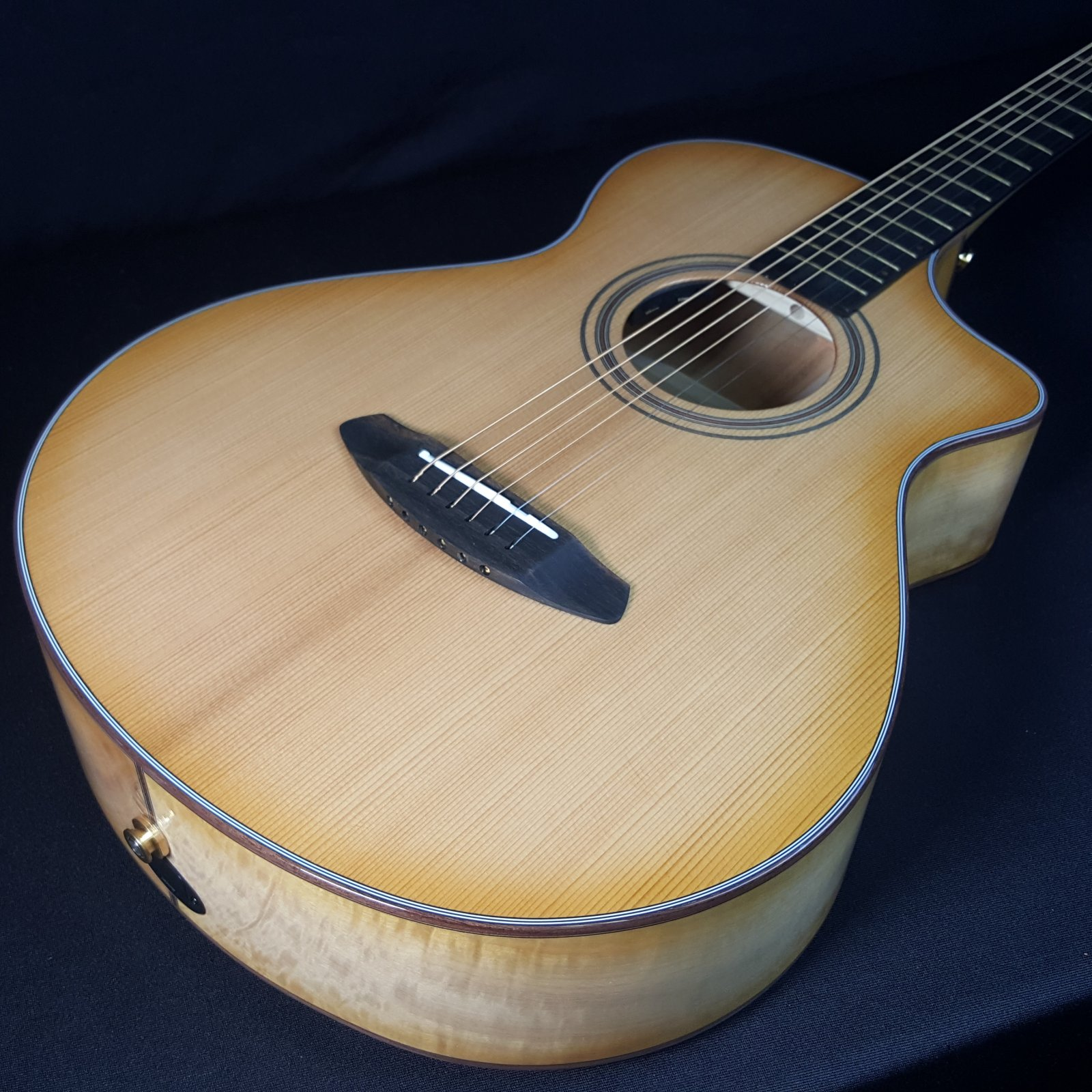 Breedlove Organic Collection Signature Artista Concertina Series Shadow CE All Solid Woods