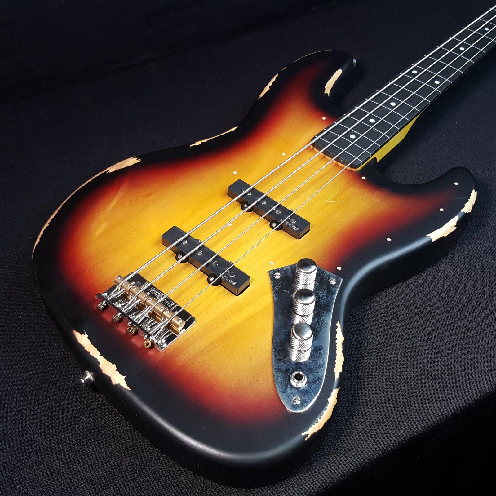 Vintage Icon Distressed V74MR JP Fretless 4 String Bass