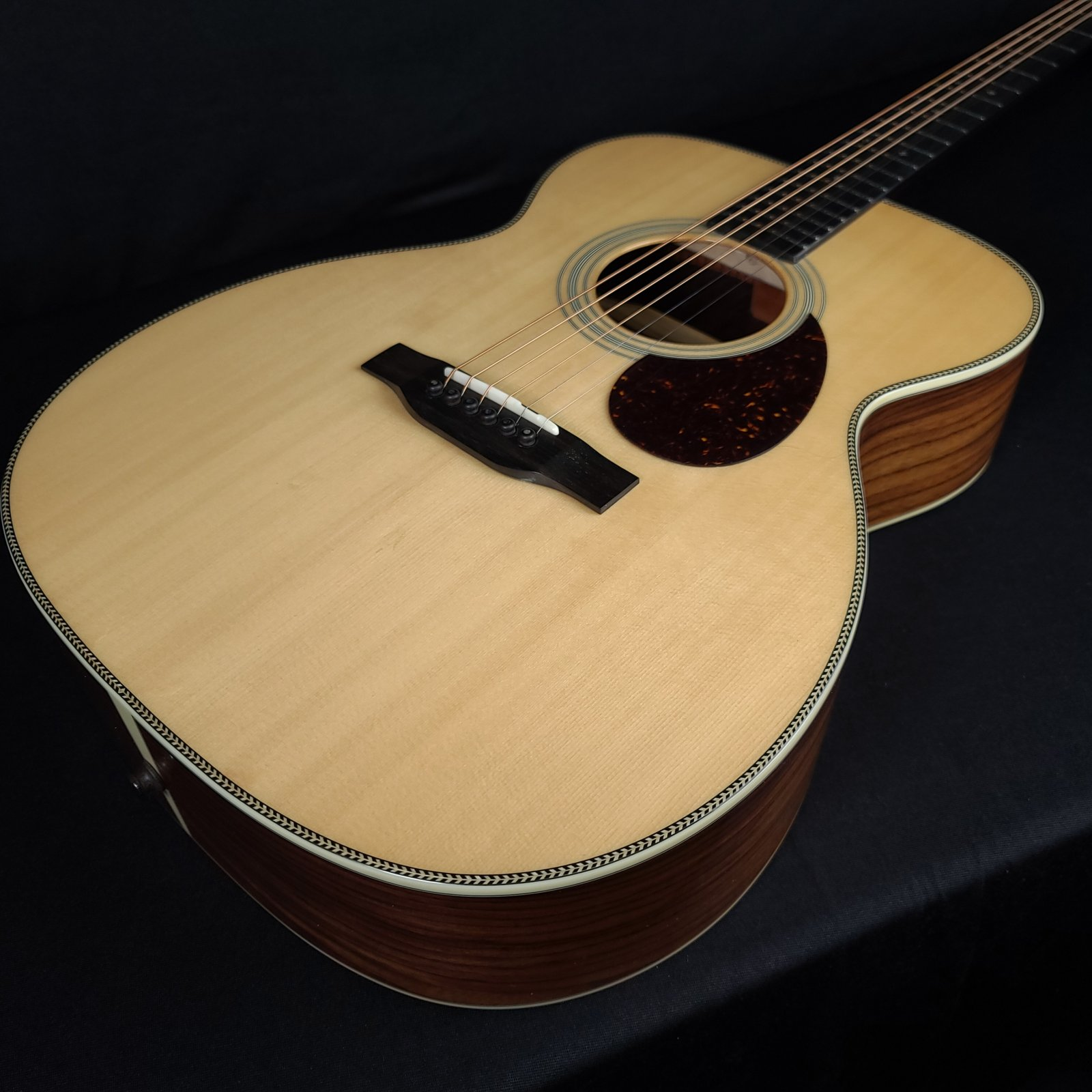 Eastman E8OM Orchestra Natural Acoustic Guitar With Case