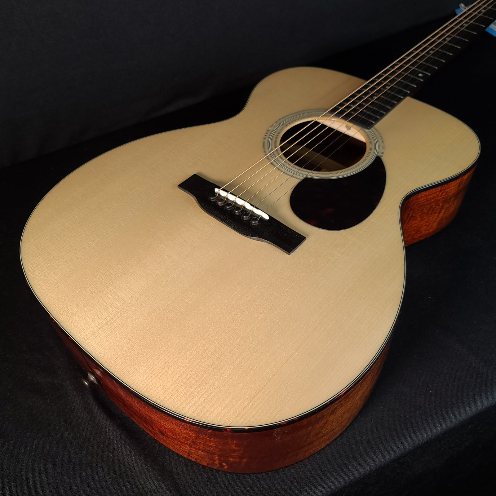 Eastman E10OM Acoustic OM Guitar with Hard Shell Case
