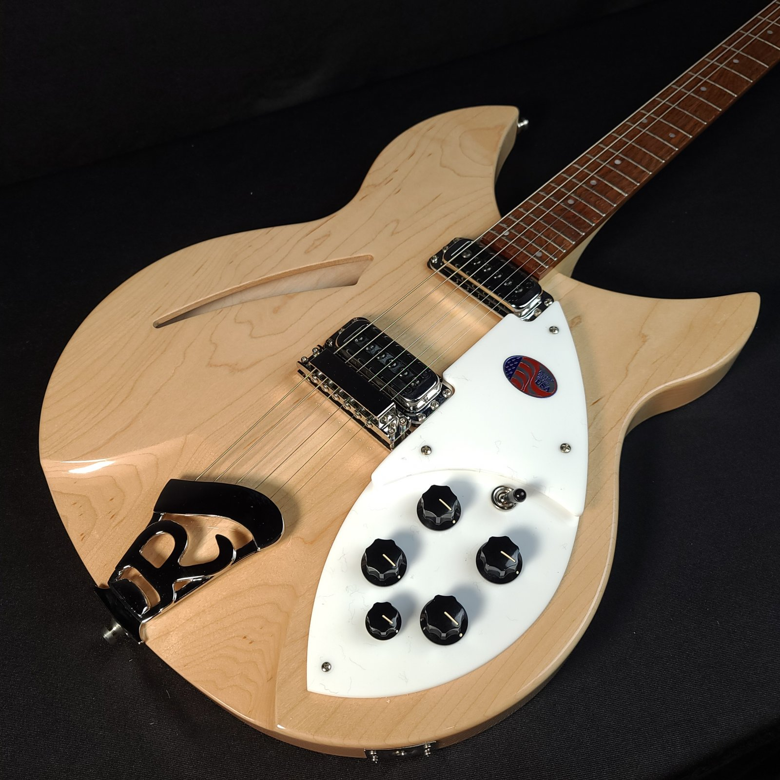 Rickenbacker 330 6 String Electric Guitar MapleGlo with Hard Case