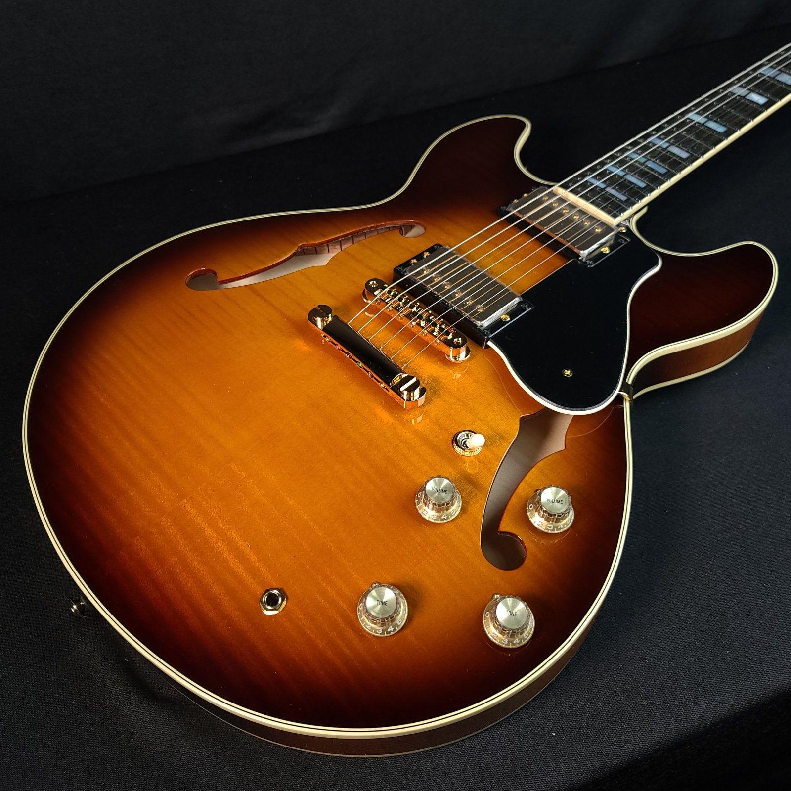Yamaha SA2200 Brown Sunburst Thinline Guitar With Gator Case