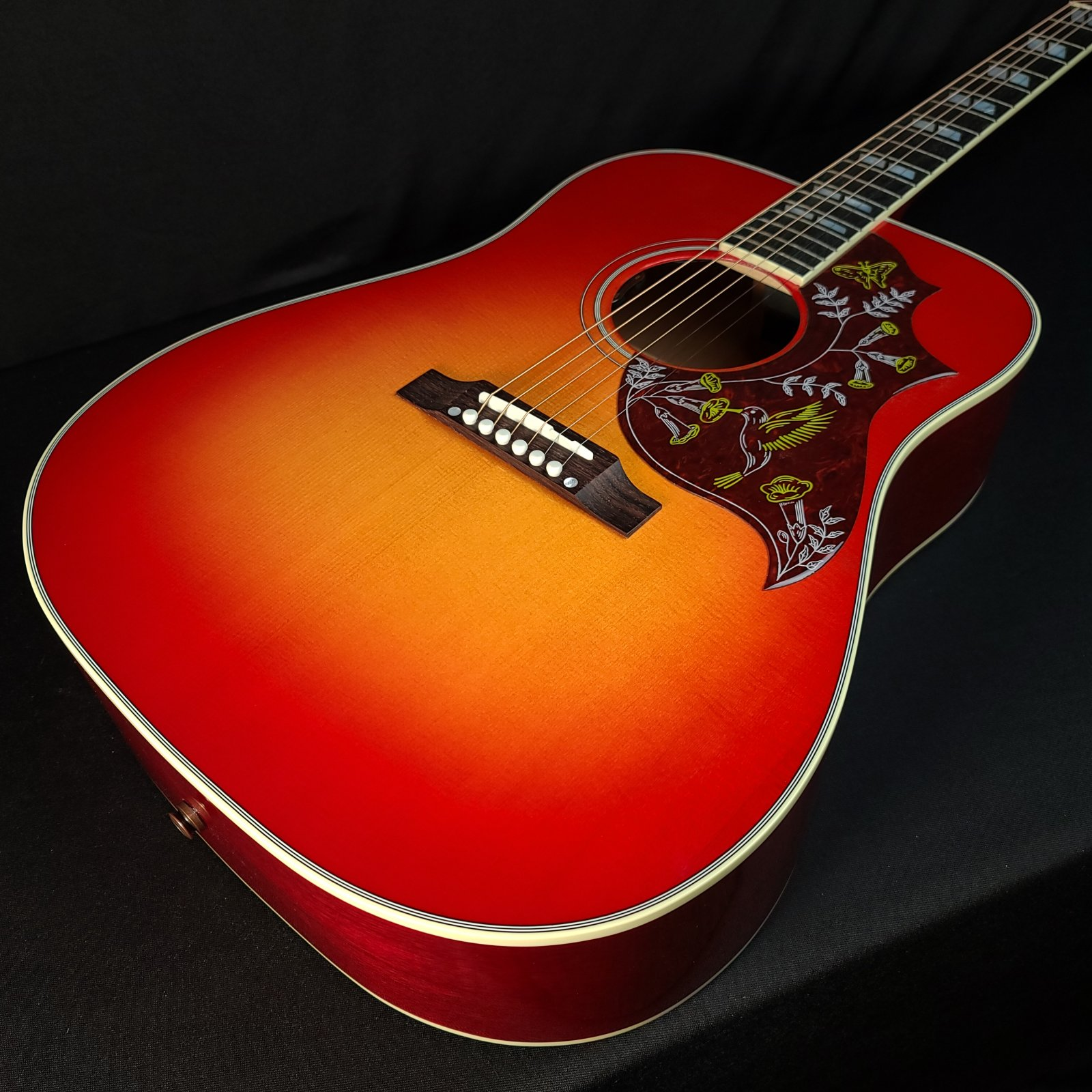 Gibson Hummingbird Acoustic Guitar Vintage Cherry with Case