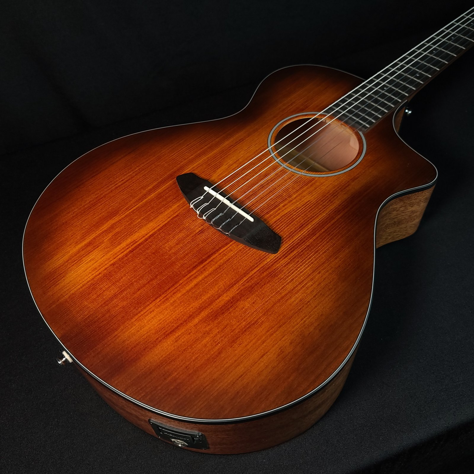 Breedlove Discovery Concert Nylon String Cutaway Acoustic Electric Guitar