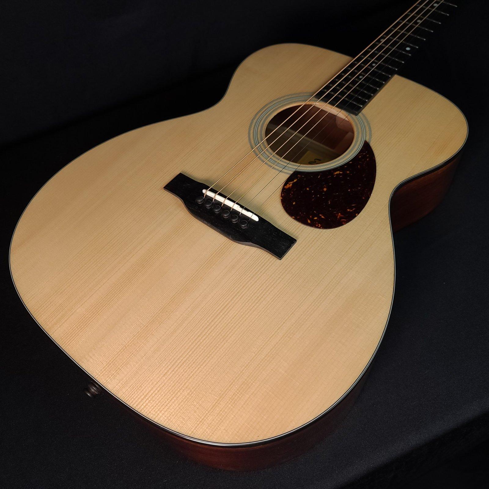 Eastman E10OM Acoustic OM Guitar with Hard Shell Case 9401