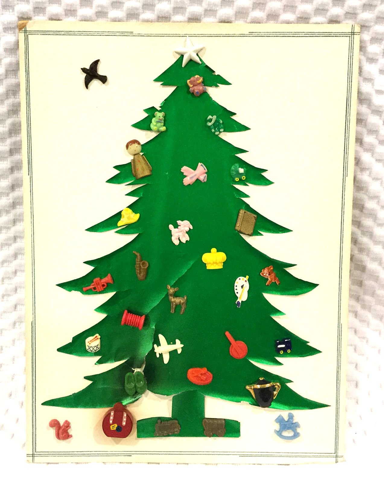 Vintage Christmas Tree Card 30 Realistic Plastic Bakelite Etc Sewing Buttons VBC2