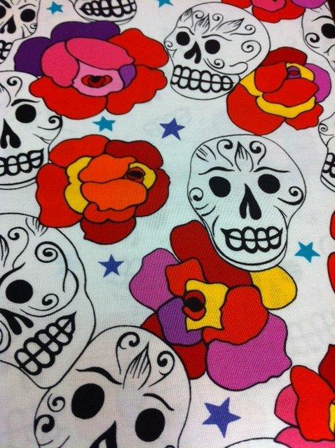 Day Of The Dead Dia De Los Muertos HAPPY SUGAR SKULLS MOD ROSES STARS WHITE Cotton Fabric Quilting Fabric CS282