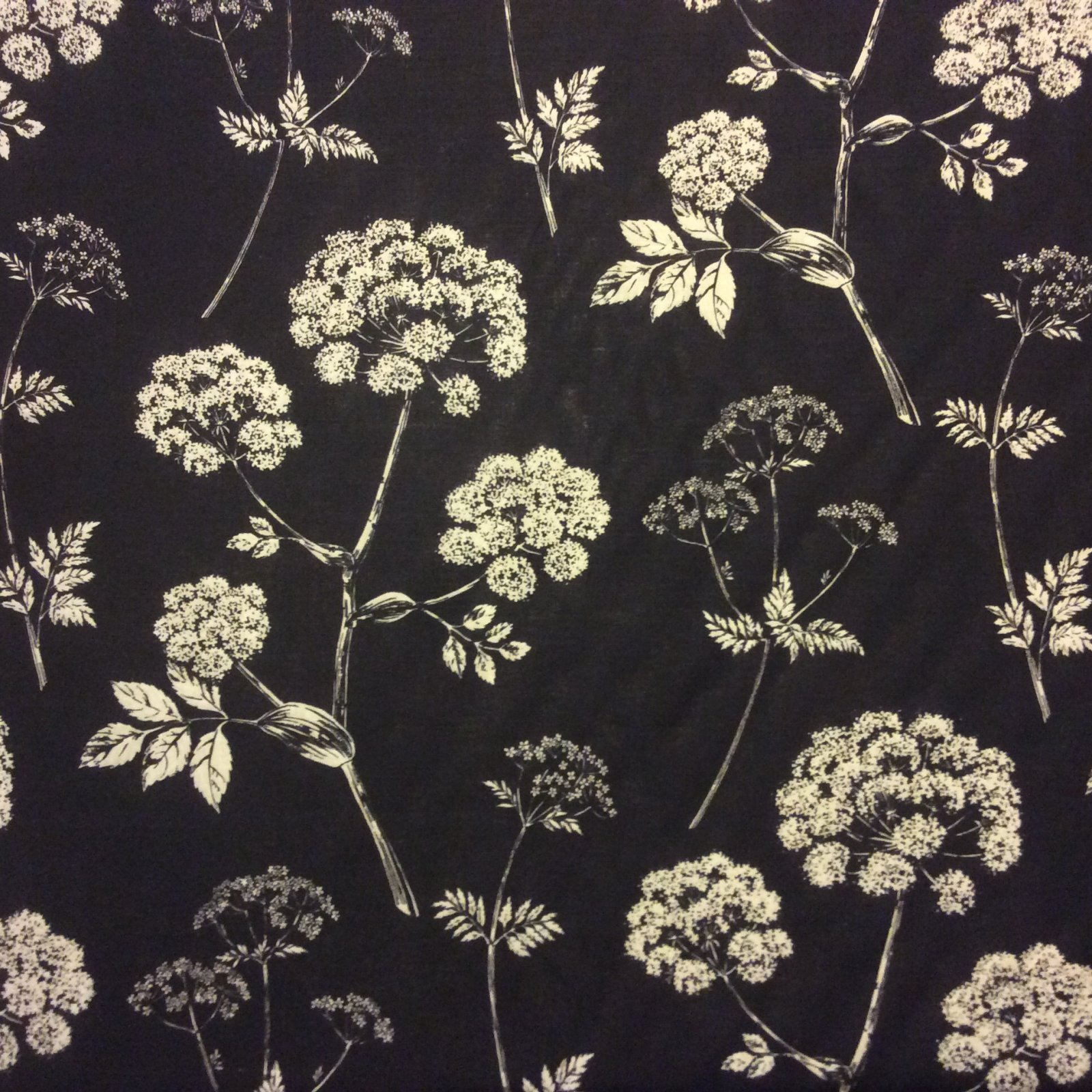 Beacon Hill Queen Anne's Lace Linen Floral Silouhette Fabric HD685