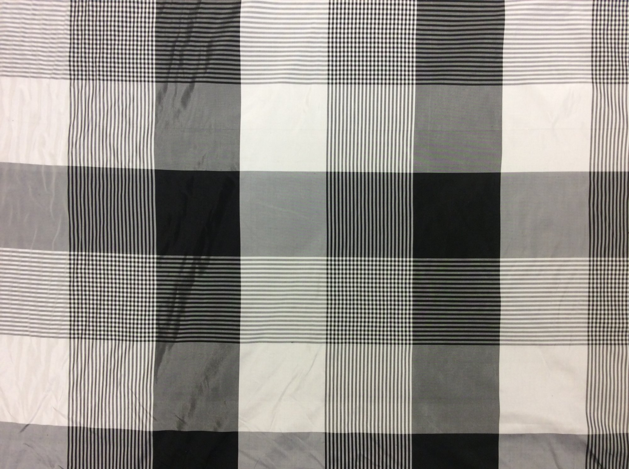 100% Silk Taffeta Black and White Buffalo Check Plaid Apparel Drapery Home Decor Fabric FM108