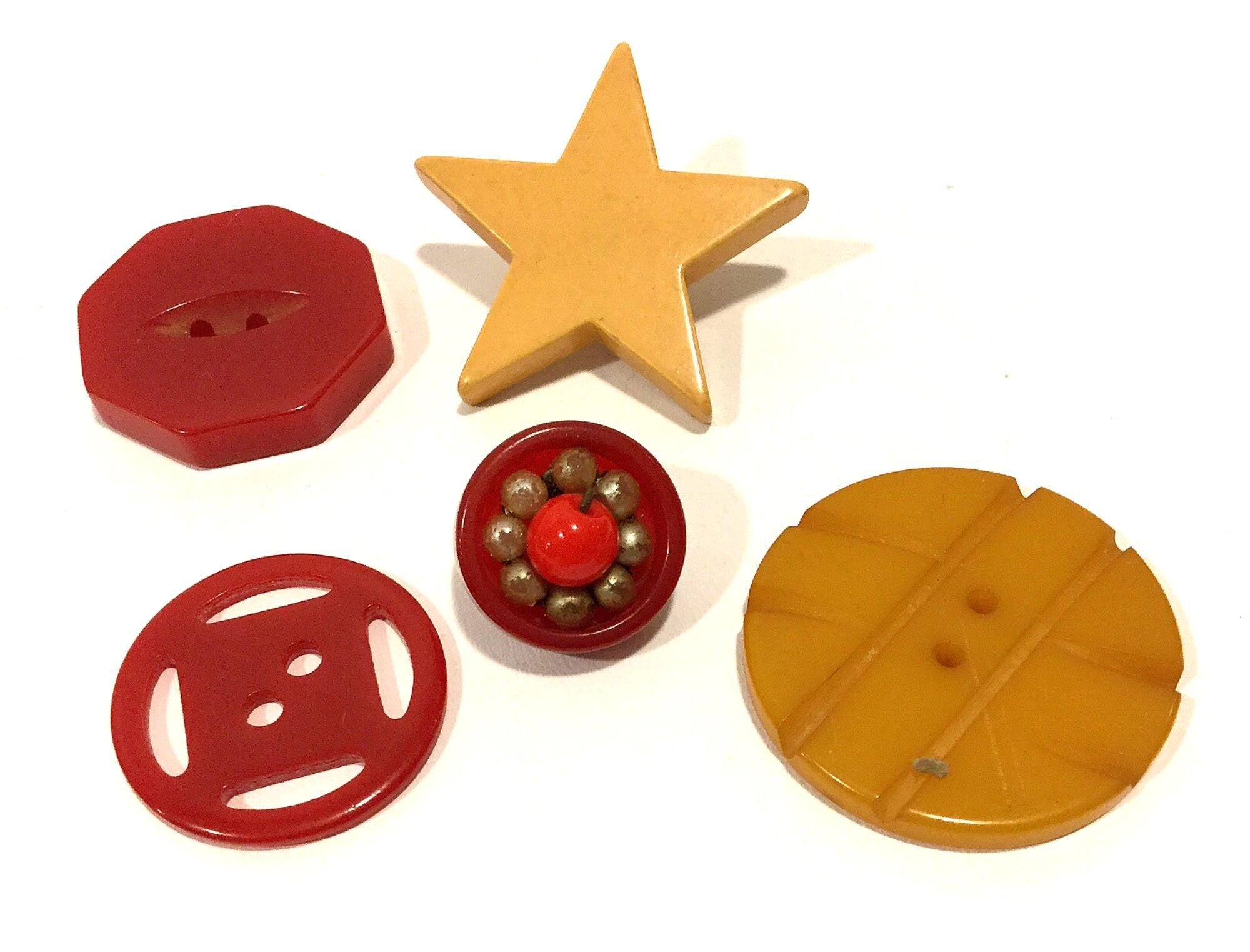 Lot of FIVE Cool Old Vintage BAKELITE Sewing Buttons Carved Shapes Star + VBL308
