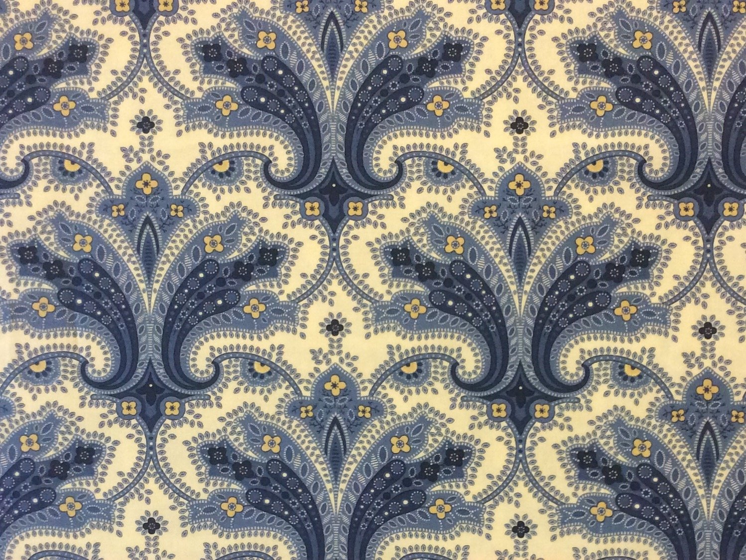 MO37 Floral Paisley Damask Kitsch Elegant French Country Quilting Cotton Fabric