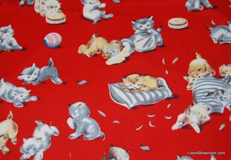 R163 Vintage Retro Style Cat Kitten Playful Kitty Cotton Fabric Quilt Fabric Red Background