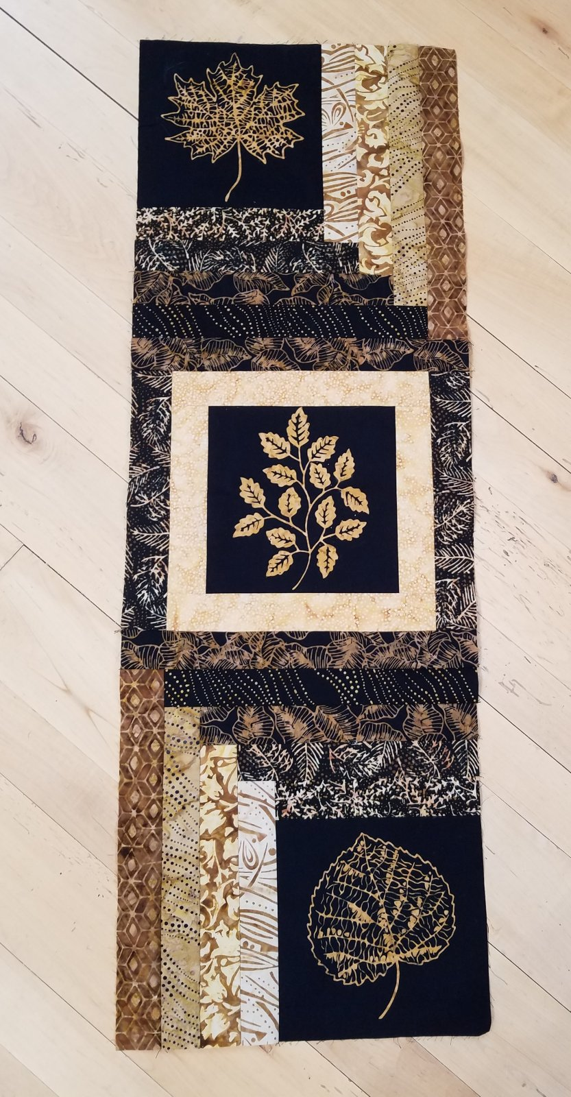 Wall Savvy Leaves in the Cabin Batik Table Runner Kit