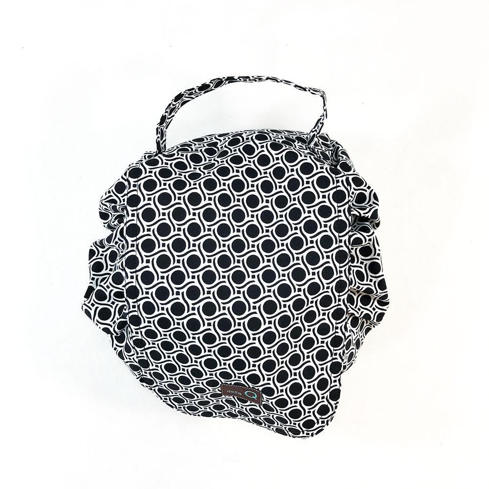 Della Q Etta Cinch Bag